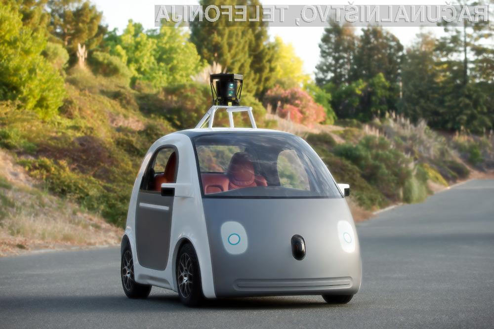 Računalniški program z elementi umetne inteligence je enakovreden človeškemu vozniku.