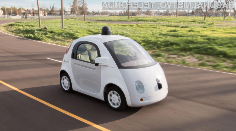 Samovozeči avtomobili Google na preizkušnji v dežju!