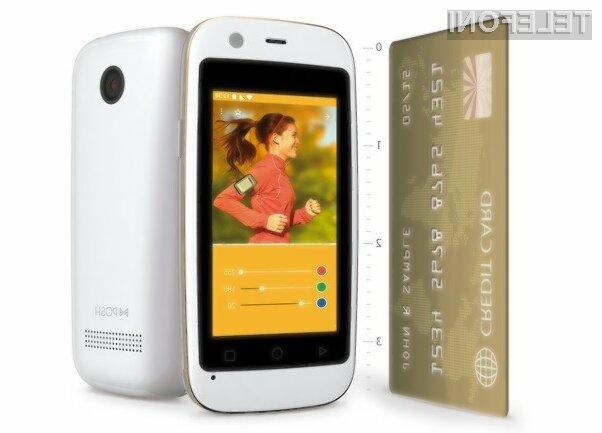 Pametni mobilni telefon Posh Mobile Micro X S240 zaradi miniaturnega zaslona ni primeren za pisanje daljših sporočil.