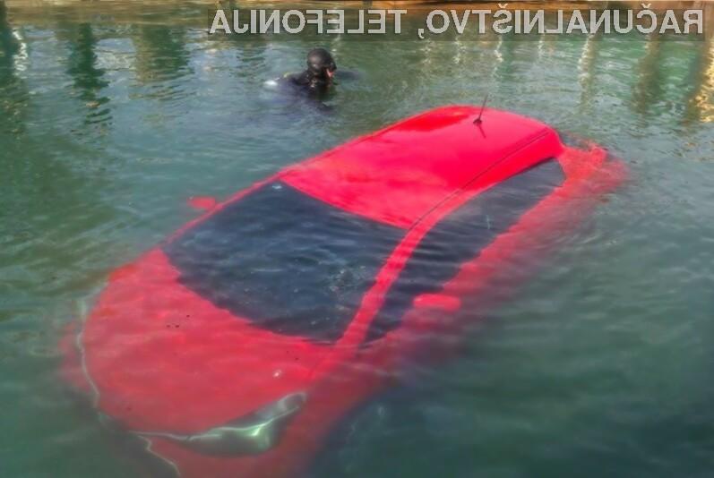 Sledila navigacijskemu sistemu in končala v jezeru