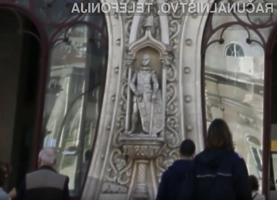 Zaradi sebičnega sebka je bil uničen neprecenljivi kip iz 19. stoletja.
