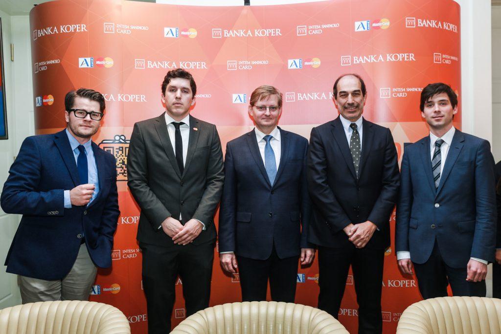 Banka Koper: prva slovenska banka z novim načinom plačevanja – denarnice kmalu ne bomo več potrebovali