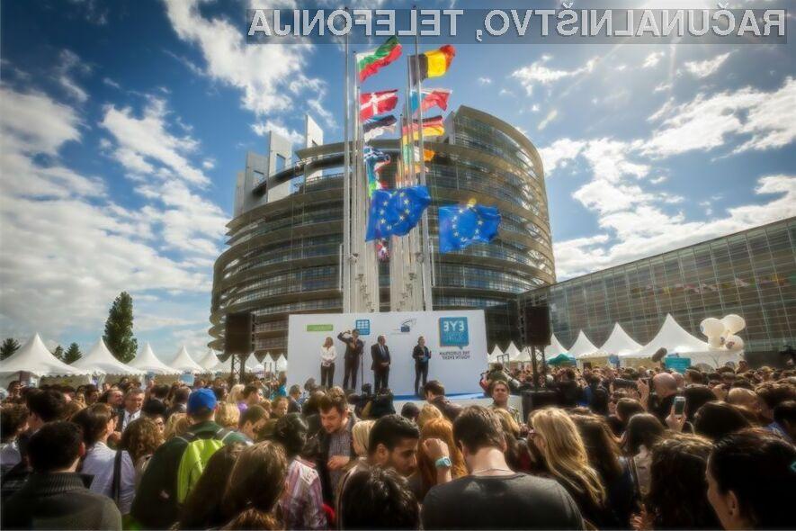 Evropska unija upa, da jim bodo ponudniki storitev mobilne telefonije prisluhnili.