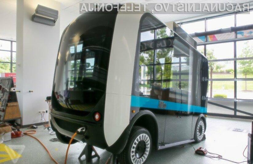 Miniaturni avtobus Olli lahko prevaža do dvanajst ljudi hkrati, pri tem pa ne potrebuje voznika.