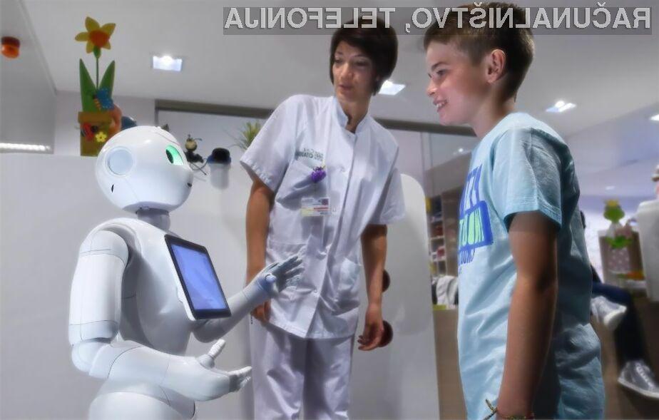 Robot Pepper je navdušil tako zaposlene kot paciente.