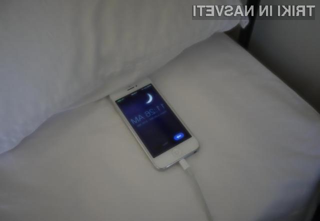 Polnjenje mobilnega telefona čez noč je povsem varno za bterijo.