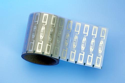 Posamezne izdelke lahko opremimo z UHF oznako, ki jo čitalci samodejno preberejo z ustrezne razdalje.