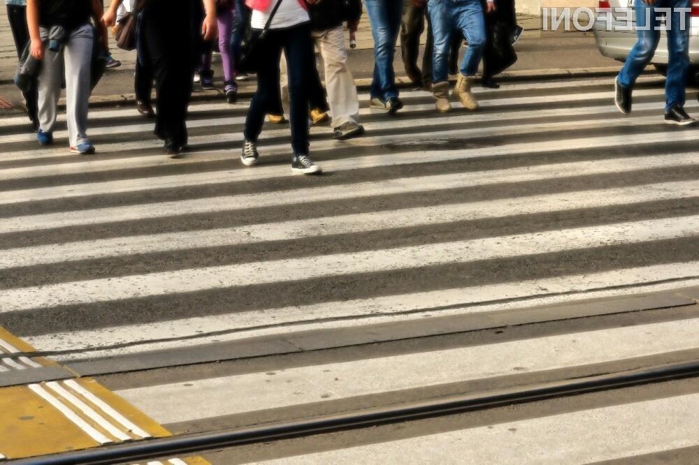 Uporaba mobilnih naprav med hojo se lahko kaj hitro sprevrže v tragedijo.