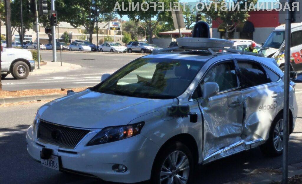 Za največjo nesrečo samodejnega avtomobila Google je bil kriv nepazljivi voznik kombija.