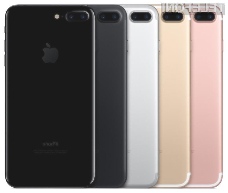 Iz ohišja pametnega mobilnega telefona iPhone 7 Plus se slišijo čudni zvoki.