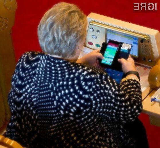 Norveška predsednica vlade Erna Solberg je očitno že zasvojena z lovljenjem pokemonov!