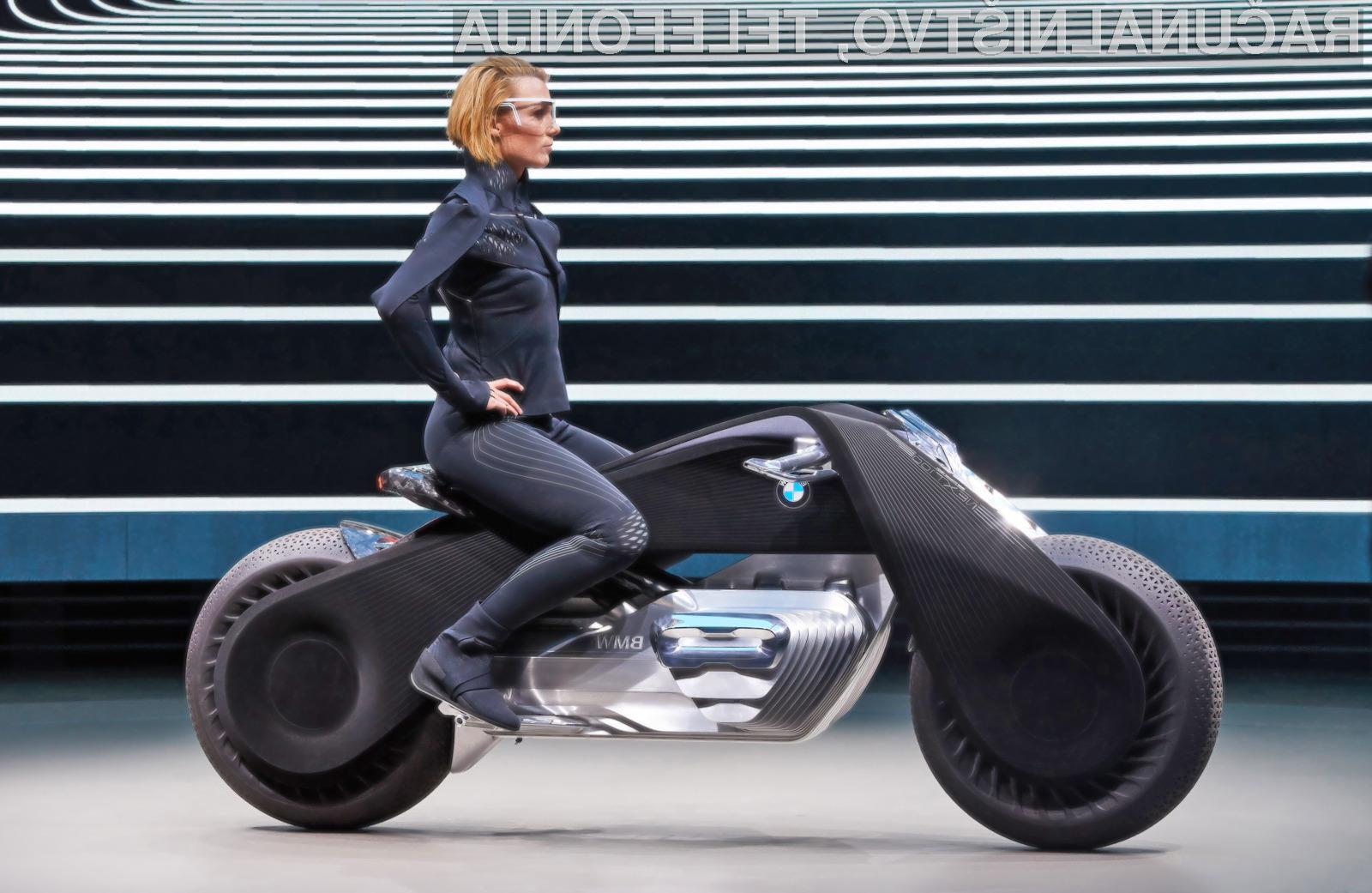 Pametni motor BMW Motorrad Vision Next 100 bo lahko samodejno ohranjal ravnotežje.