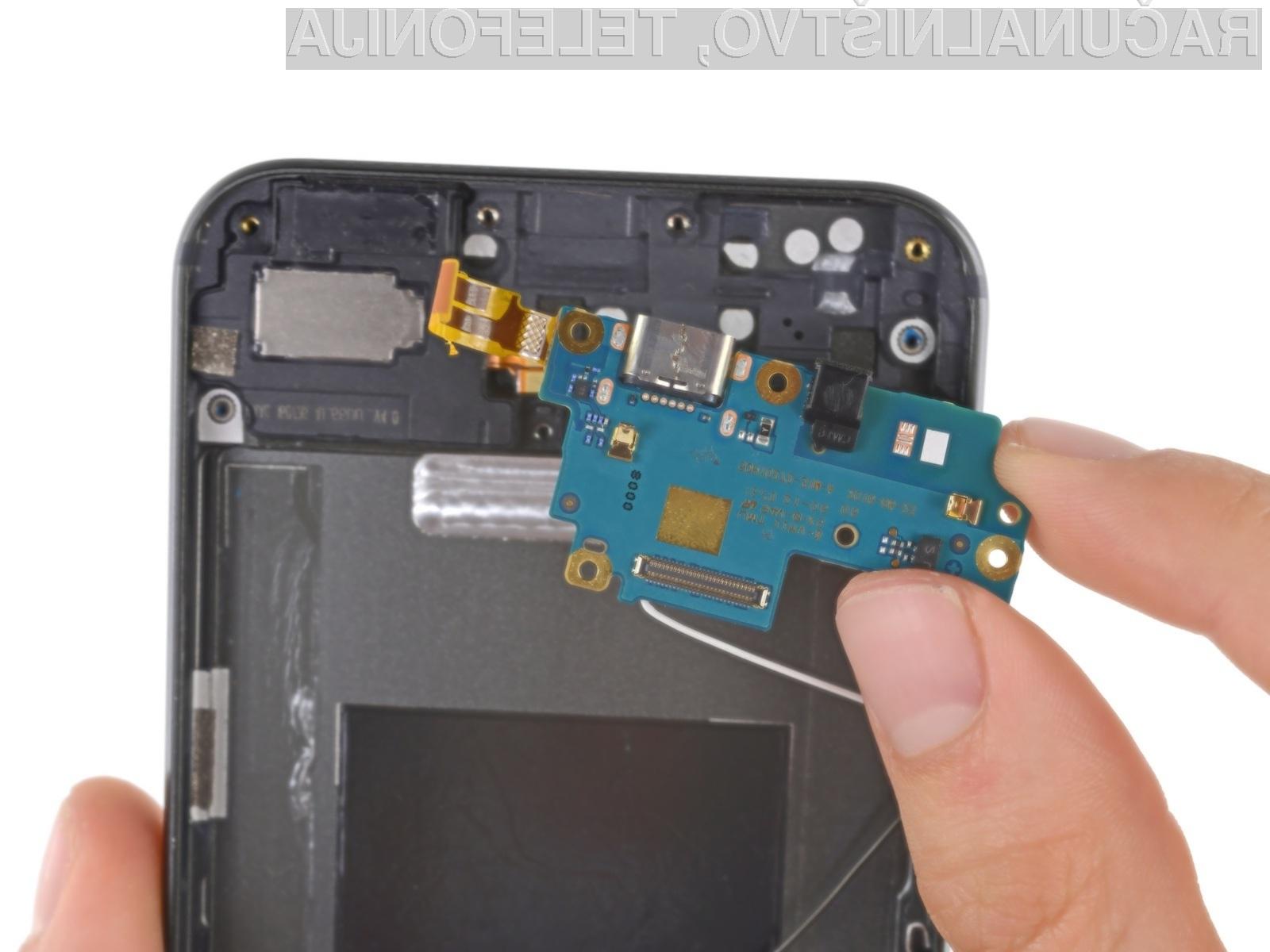 Popolnoma razgaljeni Google Pixel XL. Kaj skriva v notranjosti?