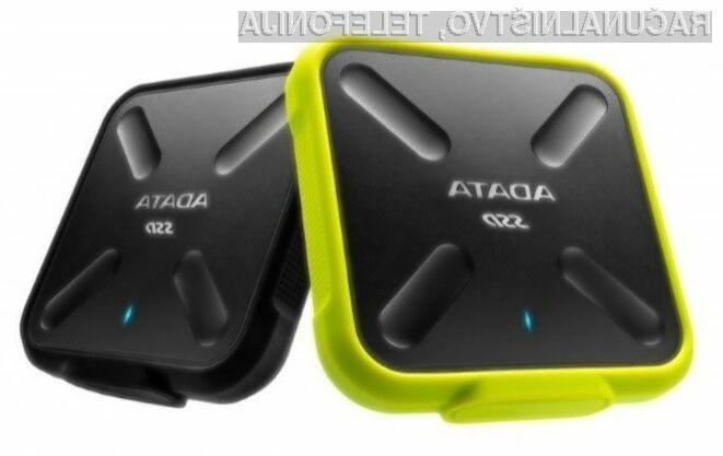 Supervzdržljivi zunanji trdi disk ADATA SD700 ne bomo kar zlepa uničili!