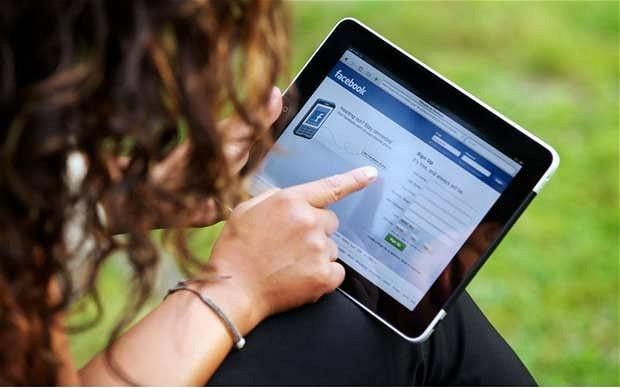 Facebook nam daje možnost tako izbrisa kot deaktivacije uporabniškega računa.