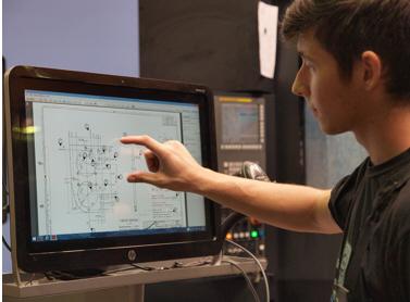 Dodano vrednost predstavljajo kakovostni in povezani podatki, na osnovi katerih lahko tehnologi odpravijo anomalije, preprečijo zastoje in optimizirajo tehnološke procese.