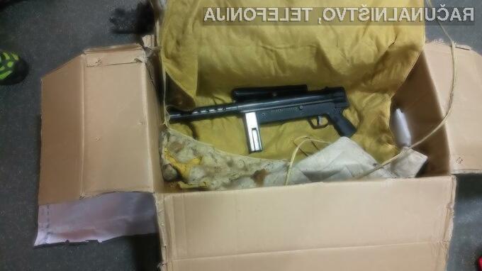 Kriminalisti so med preiskavo zasegli tudi strelno orožje.