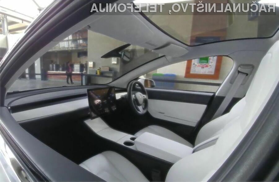 Tesla Model 3 zgolj z volanom in zaslonom!