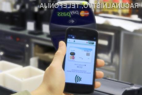 Slovenci za plačevanje vedno bolj pogosto uporabljamo pametne telefone