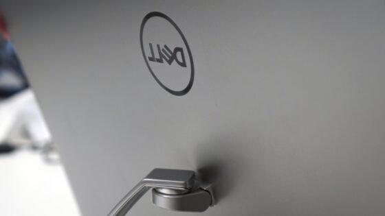 Tale zaslon podjetja Dell se vam bo takoj prikupil