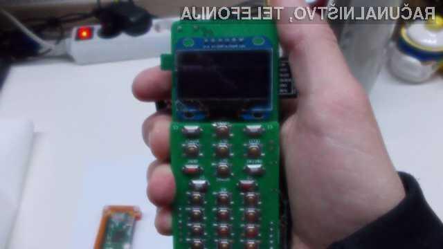 ZeroPhone je zanimiv pametni mobilni telefon, ki temelji na osnovi miniaturnega računalniškega sistema Raspberry Pi Zero.