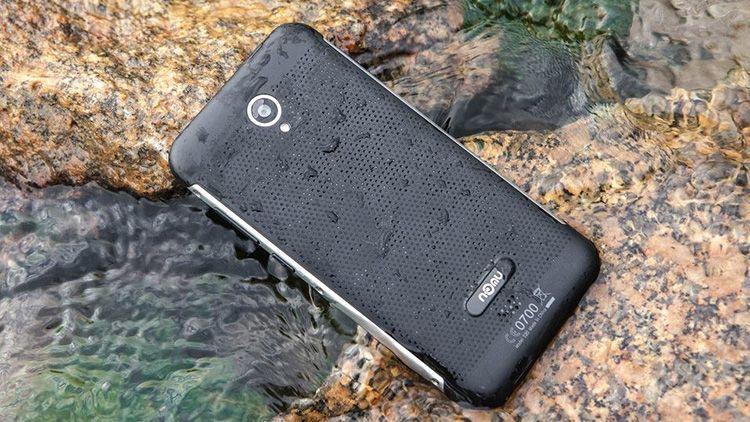 Vodoodporen telefon, ki se ga ne bi branila niti vojska