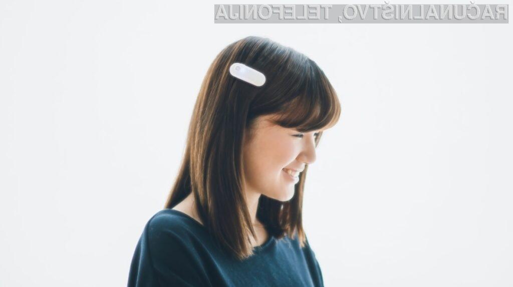 Pametna sponka za lase, ki pomaga gluhim, da začutijo zvok