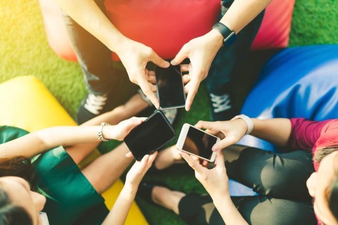 Pred nakupom raziskujemo na pametnih telefonih že tako pogosto kot na računalniku!