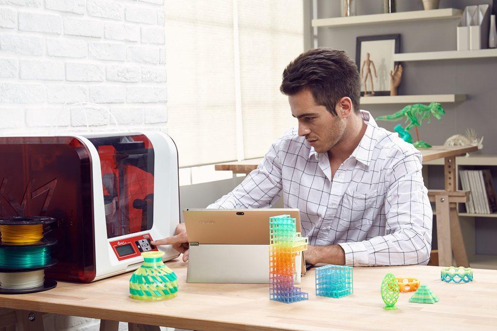 Bookmark and Share S 3D-tiskalniki da Vinci proizvajalca XYZprinting lahko vsakdo dokazuje kreativnost