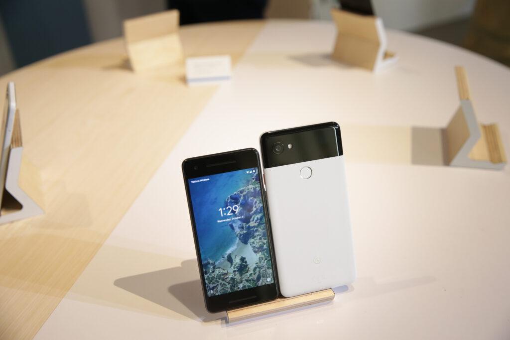 Kar precejšnje število uporabnikov telefona Google Pixel 2 XL ima resne težave z zaslonom.