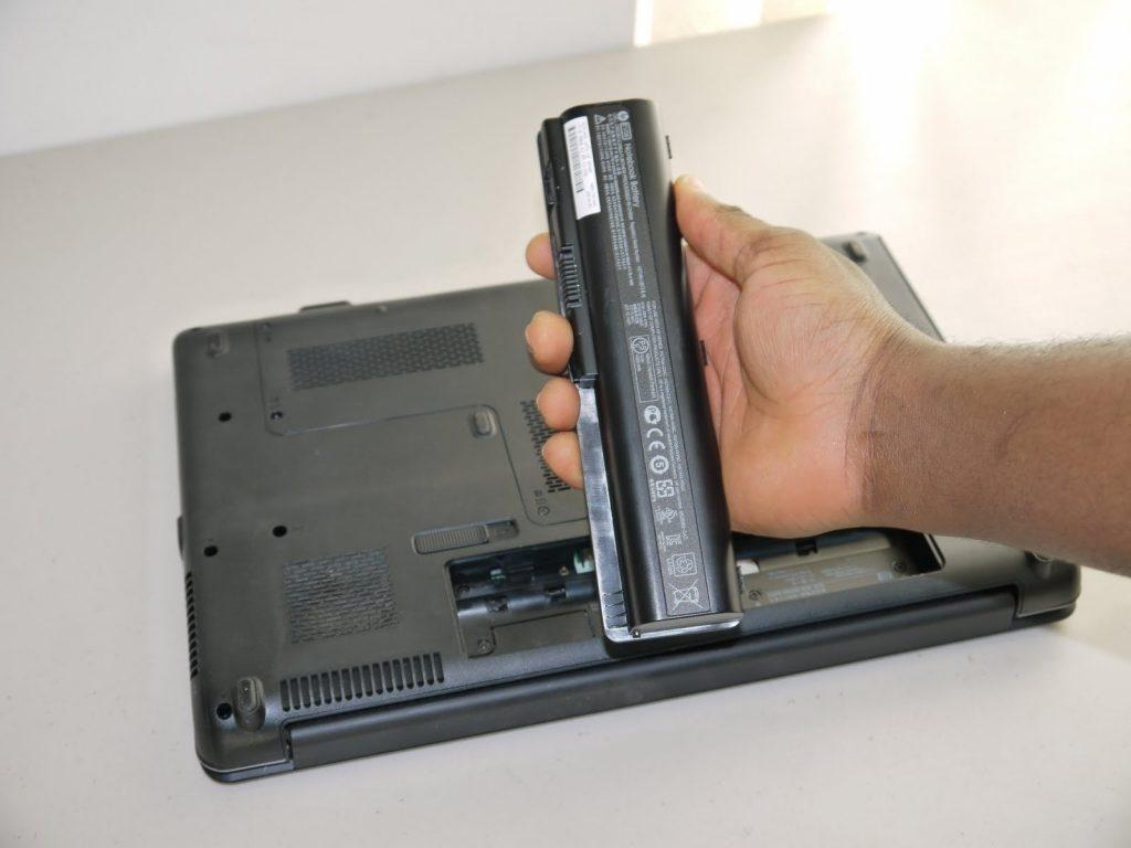 Kako pravilno polniti prenosnik, da bo baterija zdržala dlje?