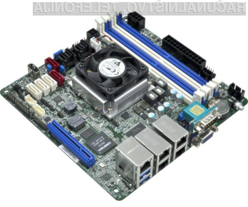 Miniaturna matična plošča z Intelovim osemjedrnim procesorjem