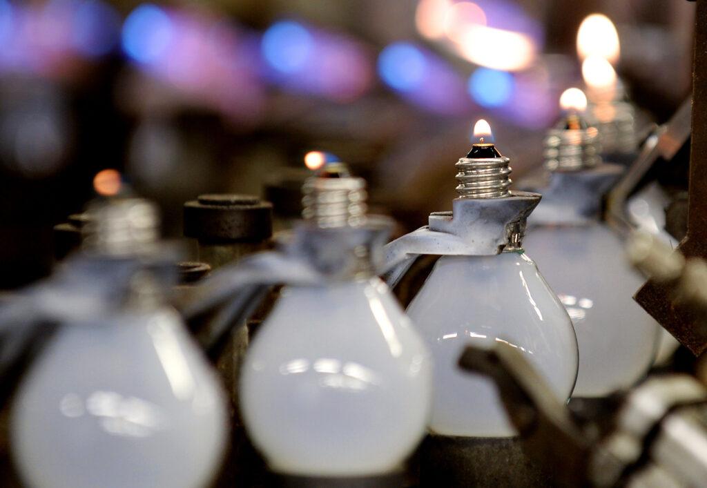 Pametna žarnica bi lahko tako zaznala padce kot sprožila klic na pomoč.