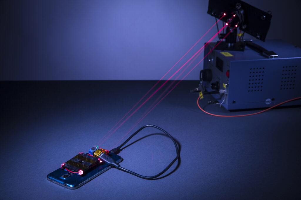 Bomo v prihodnosti baterije polnili z laserjem?