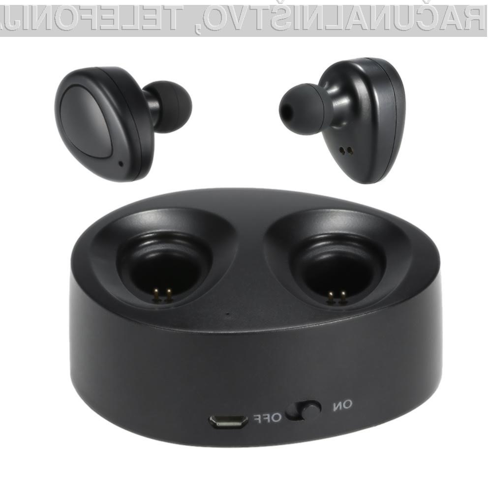 Brezžično ušesno slušalko Cafago TWS-K2 praktično ne bomo čutili v ušesu.