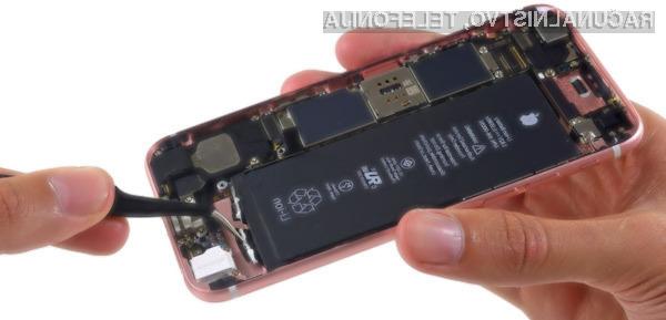 Kaj se zgodi z iPhonom, ko mu zamenjate baterijo?