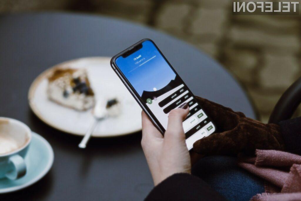 Apple naj bi v obdobju treh let povsem revolucioniral pametni mobilni telefon iPhone.
