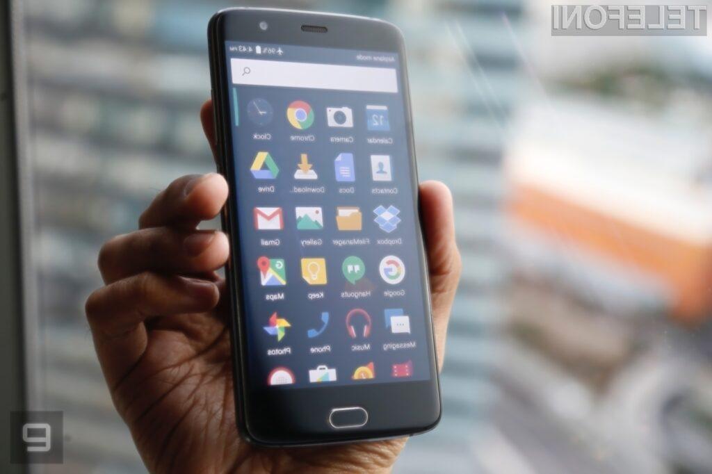 Zlonamerna koda je bila nameščena na mobilnih napravah Android, ki niso certificirane s strani podjetja Google.