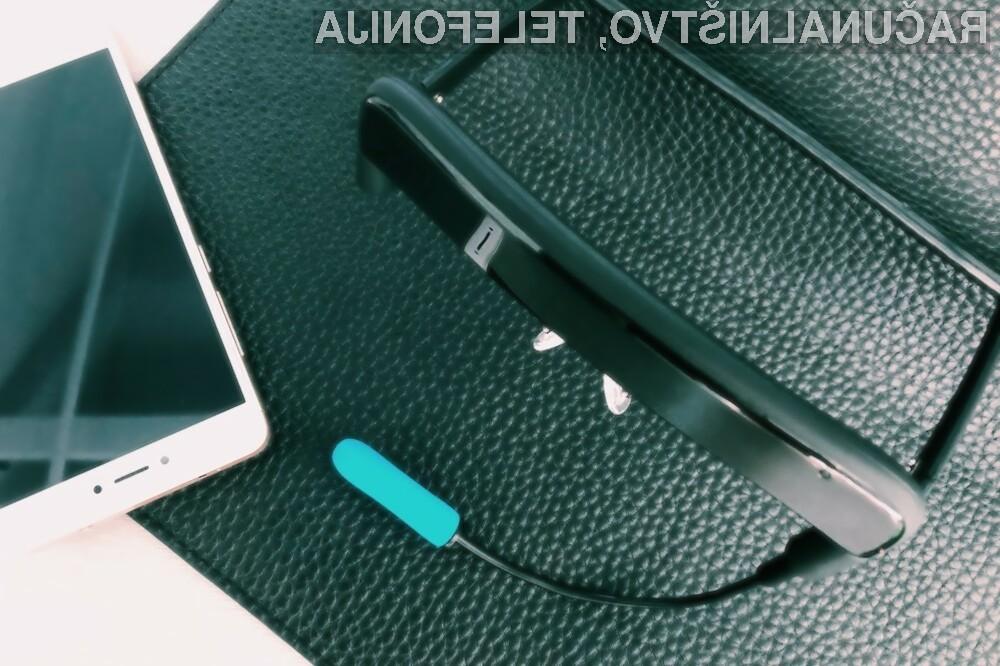 Podporna očala EnnoPro GlassOuse osebam s posebnimi potrebami olajšujejo uporabo elektronskih naprav.
