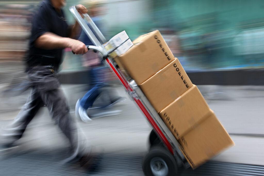 """Za naročila s Kitajske, """"čakalna doba"""" tudi do več mesecev"""