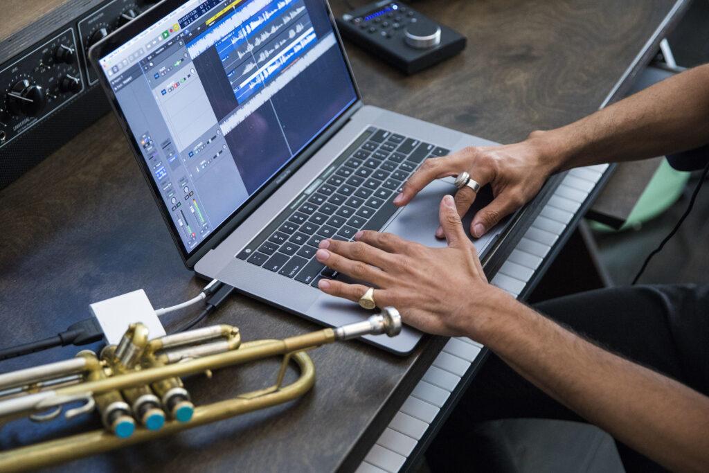 Z namestitvijo popravka bo vaš prenosnik MacBook Pro s procesorjem Core i9 postal precej hitrejši!