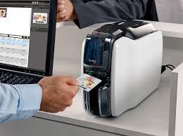 Zebra predstavlja novo generacijo kartičnih tiskalnikov dveh serij  – ZC100 in ZC300