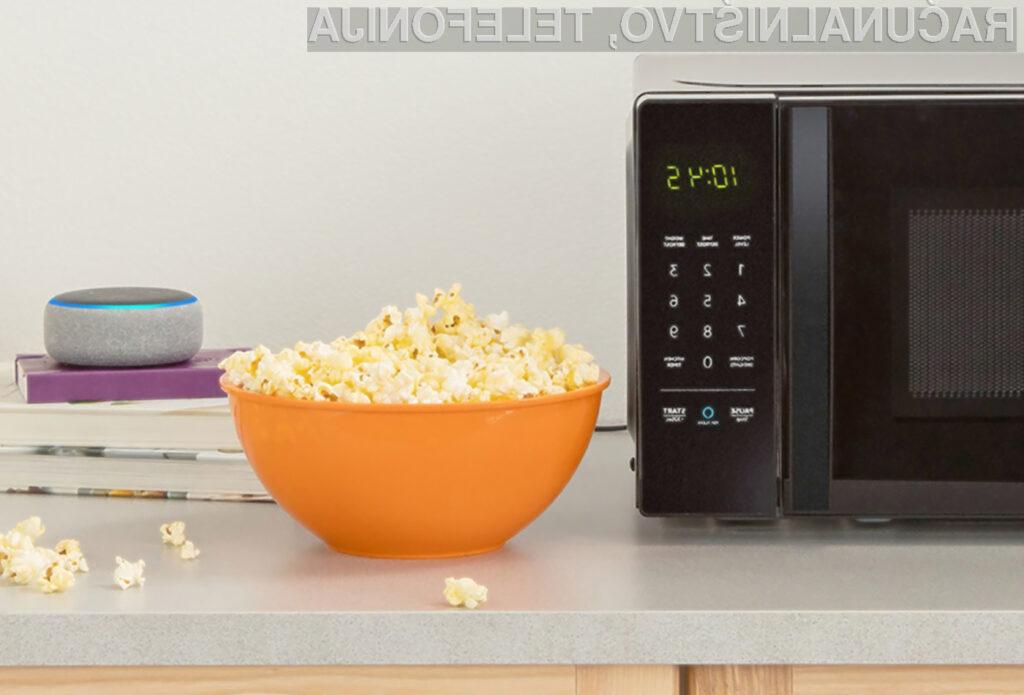 Mikrovalovno pečico AmazonBasics Microwave lahko upravljamo kar z glasovnimi ukazi!