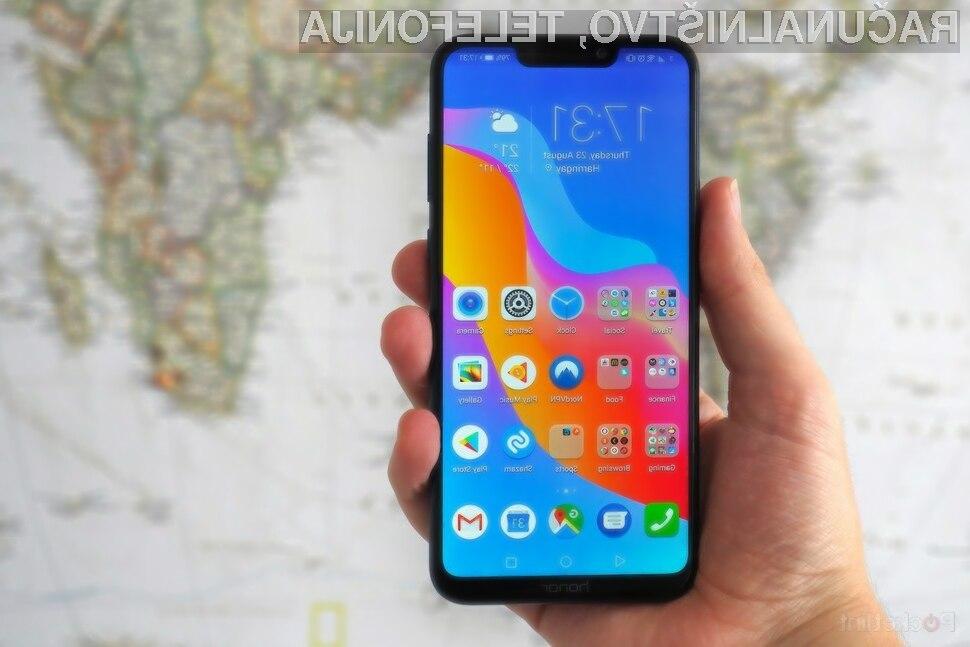 Pametni mobilni telefon Huawei Honor Play je eden prvih, na katerega je bil nameščen novi sistem Fuchsia OS.