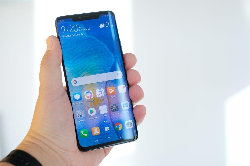 Huawei Mate 20 Pro je več kot 20.000-krat hitrejši od prvega računalnika na svetu