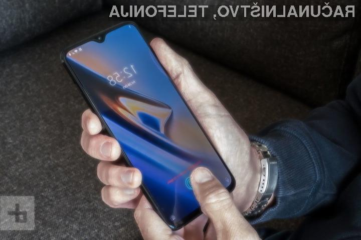 Zmage in porazi na trgu mobilne telefonije v letu 2018
