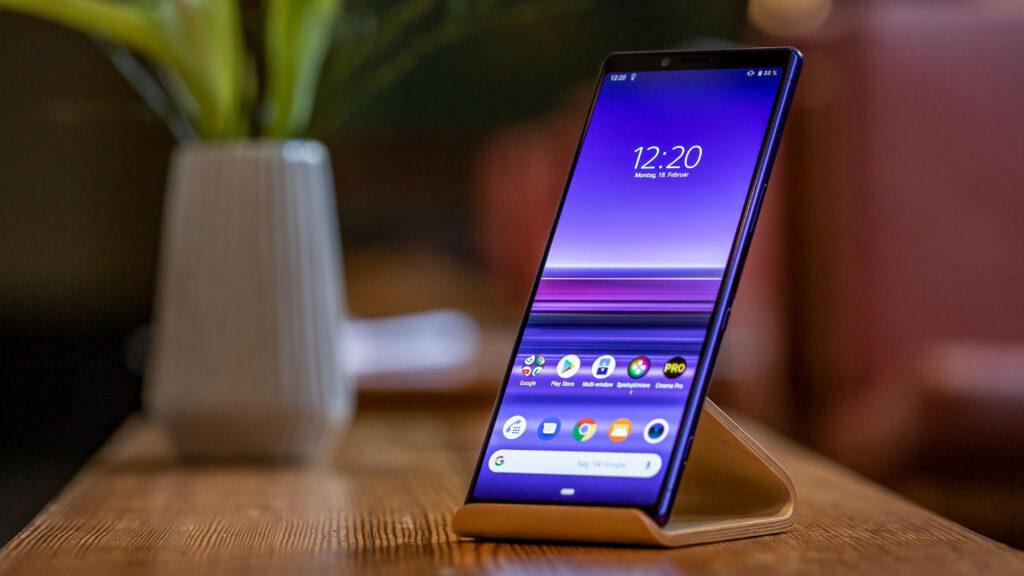Pametni mobilni telefon Sony Xperia 1 izstopa prav na vseh področjih.