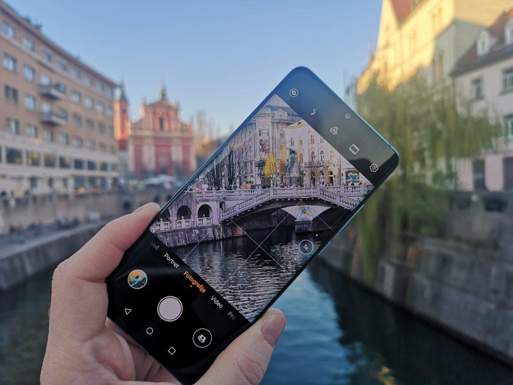Huaweijev novi paradni telefon ima zum, ki je brez konkurence
