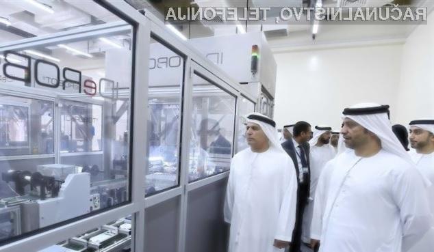 Dubaj je nedavno postalo prvo mesto na svetu s tovarno, kjer robote uporabljajo z namenom izdelave registrskih tablic za vozila.