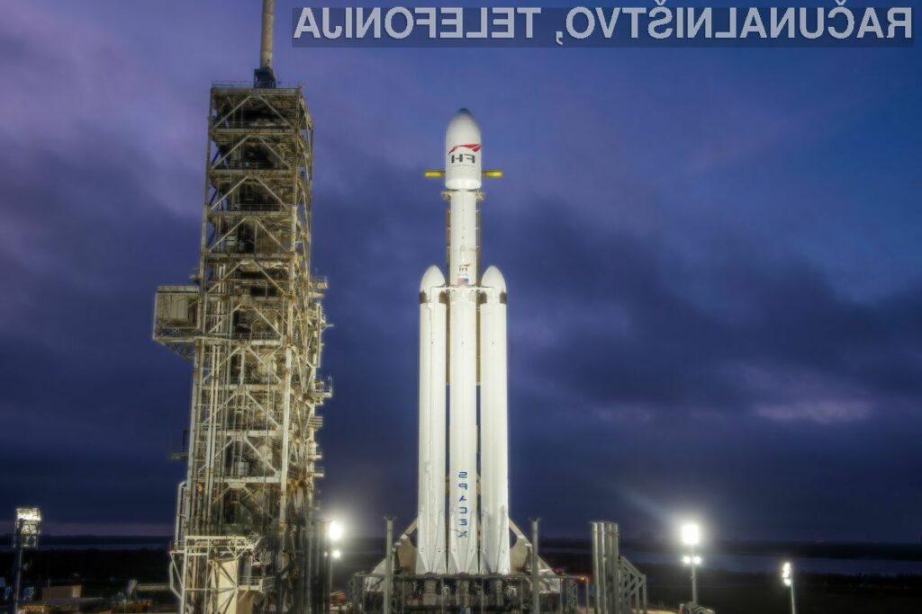 Muskova raketa Falcon Heavy strmoglavila v ocean